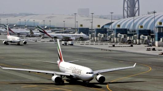 Wegen Bauarbeiten hat der Flughafen Dubai International eine Landebahn für 45 Tage geschlossen. Viele Flüge werden daher auf den Flughafen Dubai World Central (DWC) umverlegt.