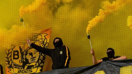 Die BVB-Fans heizten ihrem Team nicht nur mit Pyro, sondern auch mit einem Motivationsbanner ein.