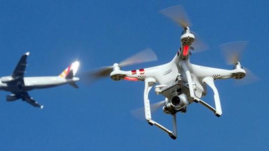 Wegen einer Drohnensichtung ist der Betrieb am Frankfurter Flughafen am Donnerstag eingestellt worden. Zuverlässige Abwehrsysteme fehelen bisher.