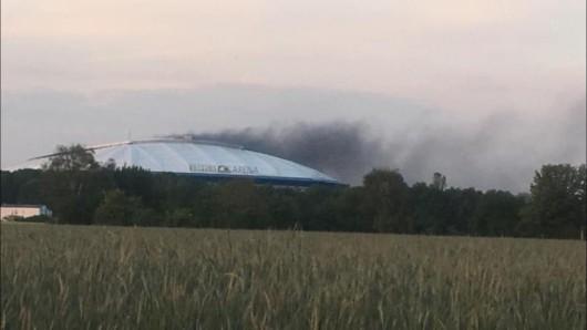Holger Altenburg knipste den Rauch über der Arena. Sein Foto sorgte für mächtig Diskussionen in den sozialen Netzwerken.