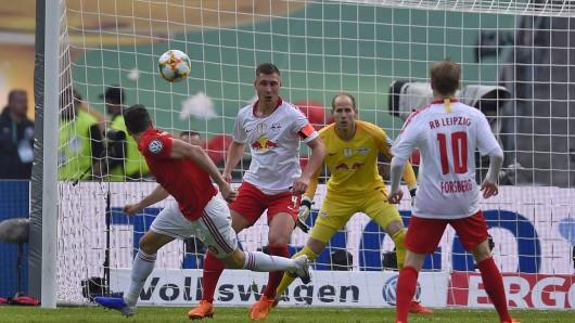 FC Bayern - RB Leipzig: Hier gibt's alle Infos zum DFB-Pokal-Finale 2019 im Live-Ticker. Robert Lewandowski bringt Bayern München per Kopf in Führung.