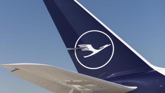 Weil sich mehrere Mitarbeiter der Catering-Tochter LSG Sky Chefs krank gemeldet haben, kann es auf Kurzstreckenflügen der Lufthansa zu Einschränkungen bei der Bordverpflegung kommen.