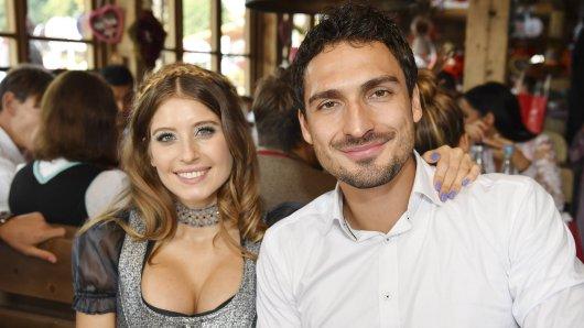 Mats und Cathy Hummels frühren eine Fernbeziehung seitdem der Fußballer zu Borussia Dortmund gewechselt ist.