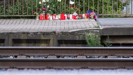 In Voerde und Frankfurt wurde ein Mutter und ein Junge vor einen einfahrenden Zug gestoßen. Bei starben.