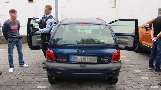 In Duisburg hat die Polizei drei junge Männer festgenommen.