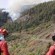 Der Waldbrand in den Bergen der spanischen Urlaubsinsel Gran Canaria wütet weiter - allerdings mit abgeschwächter Kraft.