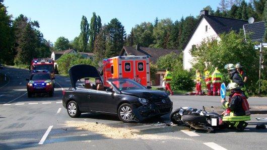 Bei einem schweren Unfall in Dortmund-Holzen sind am Samstagnachmittag drei Menschen verletzt worden.