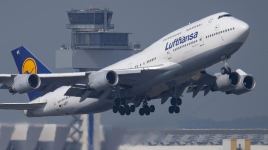 Wer bei der Lufthansa in der Premium-Economy-Klasse fliegt, muss ab dem 18. September für die Sitzplatzreservierung zahlen.