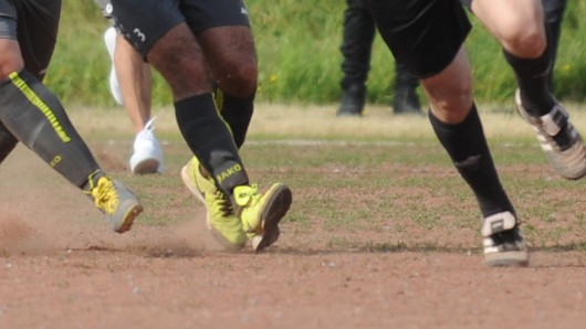 Mehrere Vorfälle auf Sportplätzen - auch in NRW - sorgen für Entsetzen. In Hessen wurde ein Referee sogar bewusstlos geschlagen.