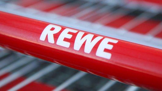 In Köln kannst du demnächst unter anderem bei Rewe nicht nur deine Einkäufe bezahlen. (Symbolfoto)