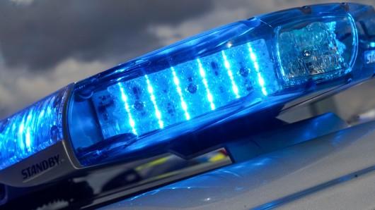 Düsseldorf: Warum die Frau plötzlich starb, versucht die Polizei nun zu klären. (Symbolbild)