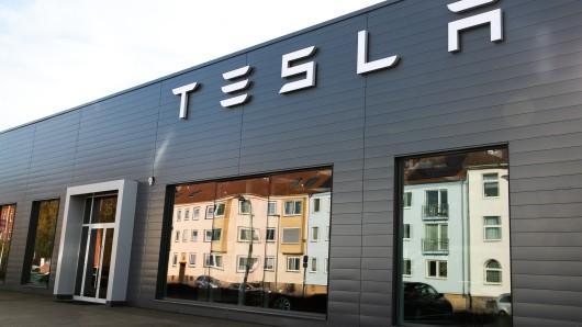 Tesla: Elon Musk hatte sich die Präsentation des Cybertrucks sicherlich anders vorgestellt. (Symbolbild)