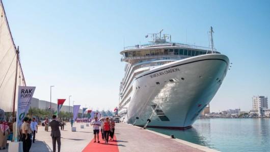 Die Seabourn Ovation in Ras al-Khaimah - das kleine Emirat am Persischen Golf hat nun auch ein Kreuzfahrtterminal.