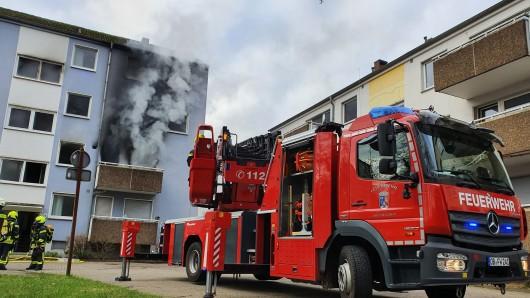 Oberhausen: Der Rauch breitete sich auch im Treppenhaus aus.