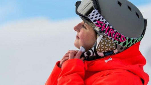 Skihelm und Skibrille müssen zueinander passen - beide dürfen am Kopf von Wintersportlern nicht verrutschen.