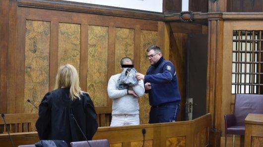 Voerde: Der mutmaßliche Bahnsteig-Killer Jackson B. vor Gericht.