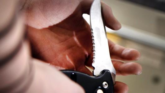 NRW: Über 6.800 Straftaten mit einem Messer wurden im vergangenen Jahr erfasst.