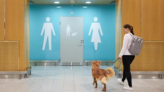 Der finnische Flughafenbetreiber Finavia hat am Airport Helsinki-Vantaa einen Toilettenbereich für Vierbeiner eingeführt.