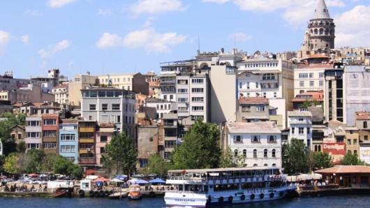 Istanbul bekamen deutscheUrlauber auf Kreuzfahrten lange Zeit eher nicht zu sehen - doch die großen Reedereien auf dem deutschen Markt kehren in die Türkei zurück.
