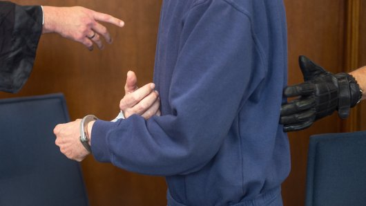 NRW: Zwei Männer sollen geplant haben, eine Frau und ihr Kind zu entführen und sie als Lustsklaven zu halten. (Symbolbild)