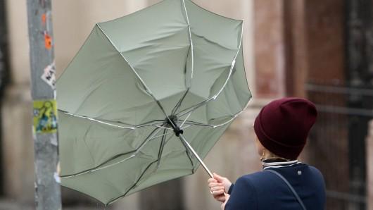 Wetter: Der Wetterdienst ruft zur Vorsicht auf. (Symbolbild)