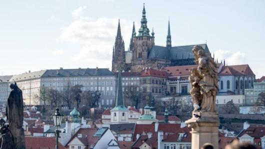 Tschechien ist mehr als Prag - doch gerade die Hauptstadt wird von Touristen sprichwörtlich überrannt.
