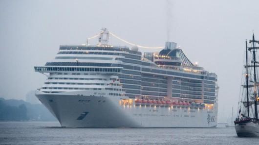 Kreuzfahrt-Reedereien lassen künftig keine Menschen mehr an Bord, die in den vergangenen 14 Tagen auf dem chinesischen Festland unterwegs waren. MSC strich drei Anfang Februar geplante Kreuzfahrten ihres Schiffes Splendida von chinesischen Häfen in Richtung Japan.