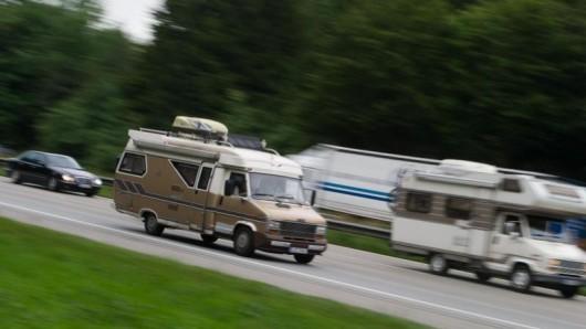 Die Nachfrage nach Wohnmobilen und Caravans bleibt groß: Im vergangenen Jahr sind laut CIVD erstmals mehr als 80.000 Reisemobile in einem Jahr zugelassen worden.