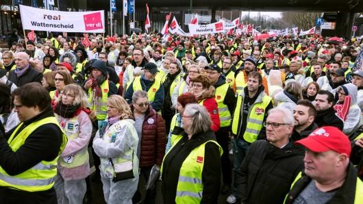 Düsseldorf: Sie alle wissen nicht, wie es um künftig um ihre Jobs stehen wird.