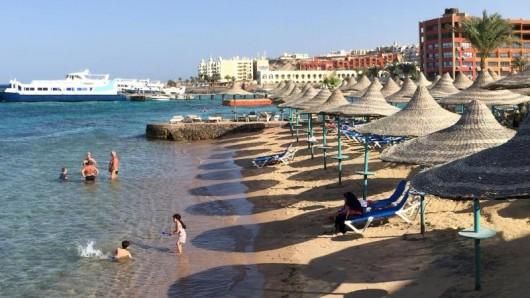 Ägyptens Strände locken Urlauber - oft bringen sie Charterflüge dorthin. Wer aber verschiedene Flüge mixt, muss aufpassen.