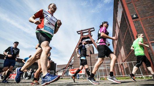 Laufen im Ruhrgebiet im Schatten von Zollverein: Auch in diesem Jahr führt der Vivawest-Marathon am Weltkulturerbe vorbei.