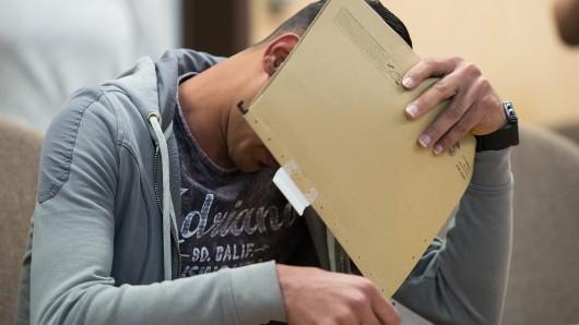 Köln: Nachdem ein 20-Jähriger einen Passanten brutal verprügelte, reagierte die Mutter des Täters unglaublich. (Symbolbild)