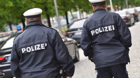 München: Ein Mann bespritzte die Polizisten mit Blut, im Krankenhaus kam es dann zu einer Horror-Nachricht. (Symbolbild)