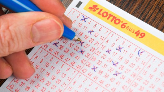 Lotto: Ein Mann aus NRW räumte den Jackpot ab, dennoch wird ihn etwas mächtig ärgern. (Symbolbild)