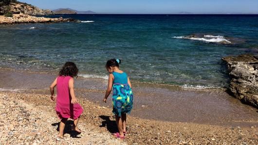 Griechenland: Die Eltern ließen ihr Kind kurz aus den Augen, dann kam es zu einer außergewöhnlichen Rettung. (Symbolbild)