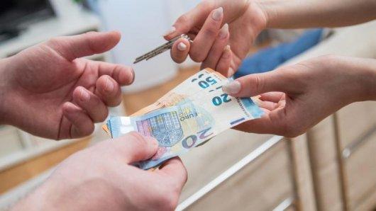 Den Restbetrag einer Ferienhausmiete sollte man erst bei der Anreise bezahlen.