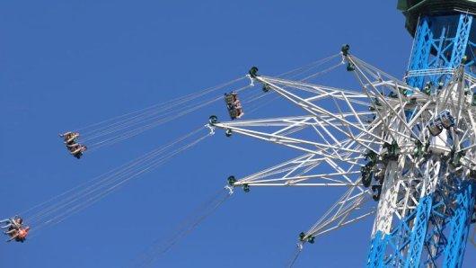 Ein Gefühl von Fliegen:Das neue Kettenkarussell Allgäuflieger dreht sich in knapp 150 Metern Höhe.