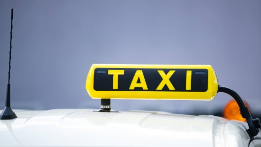 Ein Taxifahrer aus Düsseldorf soll eine Frau vergewaltigt haben. (Symbolbild)