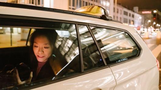 Gelsenkirchen: Die Frau wollte sich beim dem Taxi-Fahrer bedanken, doch das ging nach hinten los. (Symbolbild)