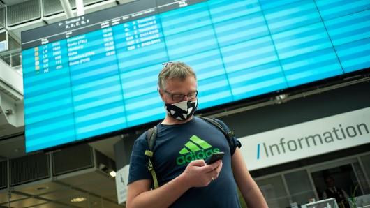 Flughafen München: Der Mann regte sich über die Corona-Regelung auf, dann bekam er die Antwort vom Airport. (Symbolbild)