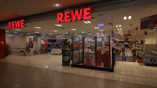 Rewe in NRW: Nachdem Mitarbeiter ihren Augen nicht trauten, folgten nun Konsequenzen für alle Kunden. (Symbolbild)