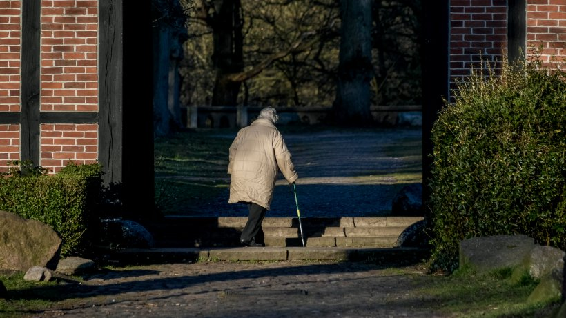 Mülheim: Schock in Pflegeheim! Mann dringt in Heim ein und vergeht sich an Bewohner