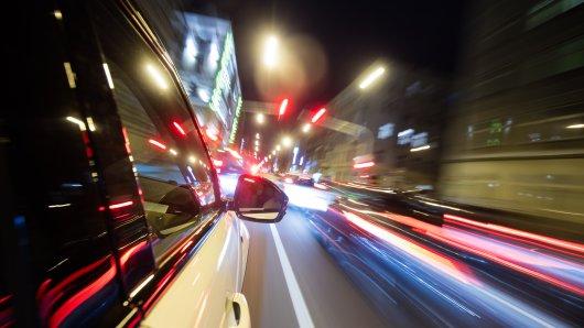 Dortmund: Bei einem irren Rennen mit bis zu 180 km/h war sogar ein Kleinkind an Bord eines Autos. (Symbolbild)