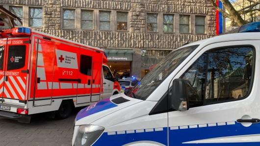 Essen: Polizei und Rettungsdienst eilten zu Peek & Cloppenburg.