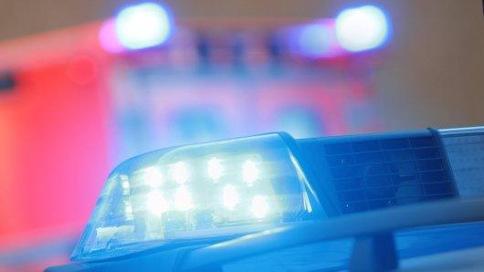 Köln: Ein Passant entdeckte auf der Straße plötzlich einen Mann mit lebensgefährlichen Verletzungen. (Symbolbild)