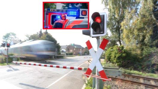 NRW: Eine Frau bezahlte ihren Leichtsinn am Bahnübergang mit ihrem Leben. (Symbolbild)