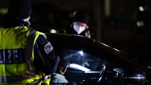 Essen: Eine völlig aus dem Ruder gelaufene Polizeikontrolle lässt zwei Männer nicht los. (Symbolbild)