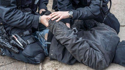 Im vergangenen August sorgte das Video eines Polizeieinsatzes in Düsseldorf für Schlagzeilen. (Symbolbild)