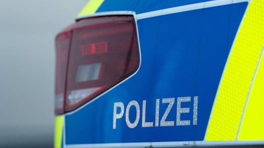 NRW: In Iserlohn ist es Mittwochabend zu einer Auseinandersetzung zwischen Jugendlichen und Beamten gekommen. Dabei gab es vier Verletzte. (Symbolbild)