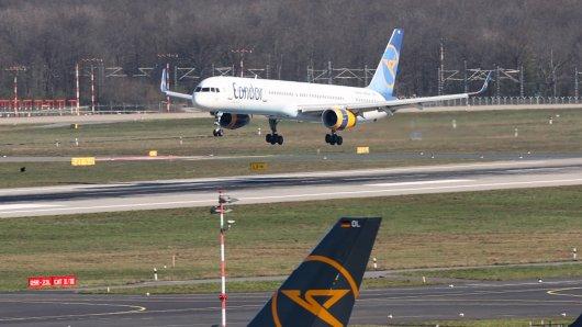Bei einer Einreisekontrolle am Flughafen Düsseldorf nahm die Polizei gleich zwei Personen fest, die zur Fahndung ausgeschrieben waren. (Symbolbild)